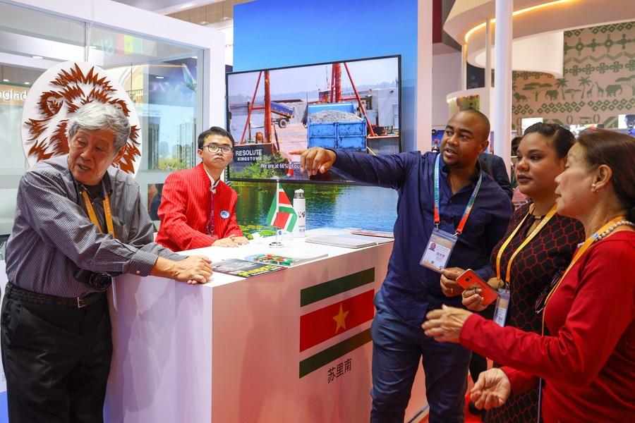 China está disposta a intensificar cooperação com Suriname, diz chanceler chinês
