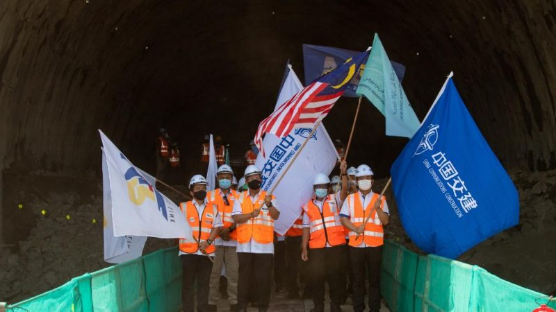 Projeto de trem conjunto Malásia-China tem primeiro túnel inaugurado