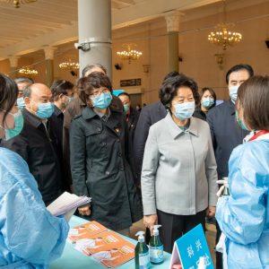 Vice-premiê chinesa destaca produção e fornecimento de vacinas contra COVID-19