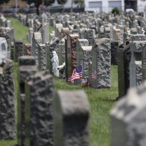 Mortes por COVID-19 nos EUA passam de 600 mil, diz Universidade Johns Hopkins