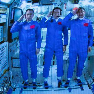Shenzhou-12 se separa do módulo central da estação espacial